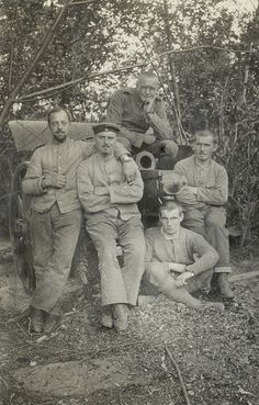 German soldiers with cannon during World War I, 1915