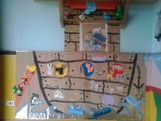 Nesta arca colocamos tódolos animais que os nen@s realizarón coa axuda dos pais.