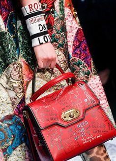 Milano Moda Haftası 2018 ile birlikte ünlü tasarımcılardan ilham aldığımız çantalar...