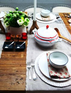 Little Green Notebook: painting a tureen with red porcelaine paint! lovely!