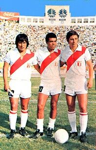 Hugo Sotil, Teofilo Cubillas and Roberto Challe of Peru before a game in 1973.