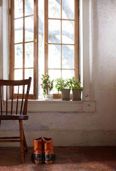 Rejuvenation Urban Farmhouse: the good and simple life