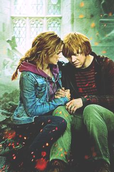 honestly one of my favorite images of ron and hermione. the battle at hogwarts.