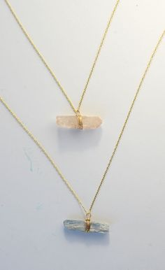 Make these gorgeous necklaces with a few simple supplies on aliceandlois.com