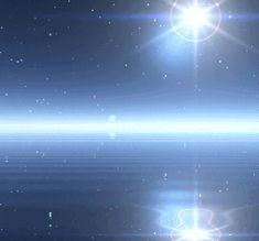Đừng bỏ lỡ cơ hội ngắm nhìn mặt nước lung linh huyền ảo dưới ánh trăng bạc với tải hình nền động – Mặt nước lóng lánh nhé!