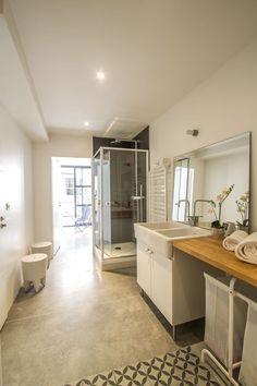 Cette chambre aussi bénéficie de sa propre salle de bains