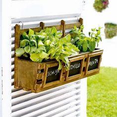 22 Creative Ideas for Home Decorating with Chalkboard Paint Huerto urbano Herb Planters, Planter Boxes, Hanging Planters, Rustic Planters, Diy Herb Garden, Home And Garden, Vegetable Garden, Herbs Garden, Dream Garden