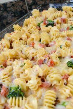 Alfredo Pasta Bake ~ This is a perfect, easy dinner that your family is sure to love :)
