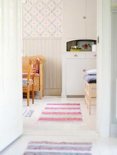 The best way to Use Kitchen Wallpaper to Replace Your Kitchen - Homestya Scandinavian Cabin, Scandinavian Interior Design, Home Interior, Interior And Exterior, Kitchen Wallpaper, Home Wallpaper, Floating Cabinets, Shabby Chic Style, Room Rugs