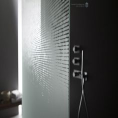 OmniDecor produces glass for the whole bathroom environment: shower enclosures, stalls, bathtub and doors. Discover our decorative and acid etched glass.