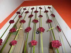 Cortina de rosas em cetim, para decoração. - Com 48 rosas, frente e atrás.  - Diâmetro das rosas, 10cm, e do fio 1.90cm - Cores a gosto do cliente R$ 240,00