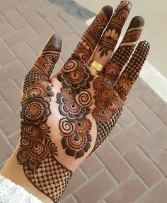 Explore Best Mehendi Designs and share with your friends. It's simple Mehendi Designs which can be easy to use. Find more Mehndi Designs , Simple Mehendi Designs, Pakistani Mehendi Designs, Arabic Mehendi Designs here. Mehndi Designs 2018, Henna Art Designs, Modern Mehndi Designs, Mehndi Designs For Girls, Wedding Mehndi Designs, Beautiful Henna Designs, Dulhan Mehndi Designs, Mehandi Designs, Arabic Mehndi Designs