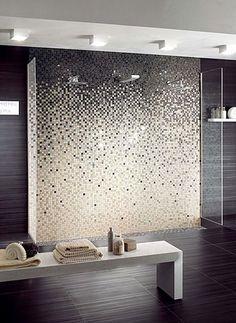 mosaque originale en noir et blanc qui orne la douche litalienne - Douche A Litalienne Moderne