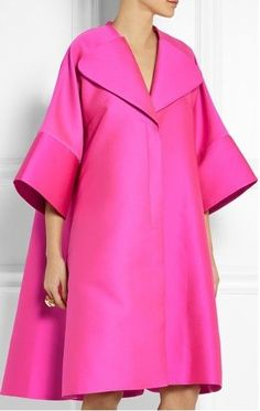 The Terrier and Lobster: The Daily Frock: Antonio Berardi Oversized Hot Pink Scuba-Satin Coat Hijab Fashion, Fashion Dresses, Vetements Clothing, Satin Coat, Mode Abaya, Moda Chic, Antonio Berardi, Oversized Coat, Striped Maxi Dresses