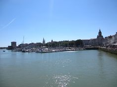 #blogtrip #larochelle #vieuxport #charentemaritime Monuments, France, Places To Go, River, Beach, Outdoor, Air Force, Travel, Outdoors
