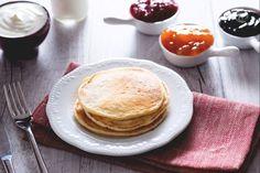 Ricetta Pancake senza burro - La Ricetta di GialloZafferano Fluffy Pancakes, Biscotti, Breakfast, Easy, Food, Grande, Diet, Morning Coffee, Essen