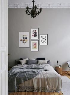 Es war dieser eine kurze Moment, als ich diese Woche die Bilder von den Wänden meiner alten Wohnung nahm und sie in Umzugskartons verstaute. Ganz plötzlich wurde aus meinem Zuhause etwas anderes, ein Zwischenstadium mit kahlen, weißen Wänden. Genau in diesem Moment wurde mir klar, was Bilder an den Wänden eigentlich bedeuten, was sie für … Mehr lesen »