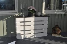 Old Pallets Pallet Counter Bar Recycled Pallets - Inspired by this previous post, here is another take of the outdoor pallet bar. The only thing you'll need is … Old Pallets, Recycled Pallets, Wooden Pallets, Pallet Ideas, Pallet Projects, Diy Pallet, Recycled Furniture, Pallet Furniture, Pallet Counter
