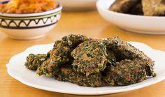 מתכון מנצח ללביבות מנגולד | The Kitchen Coach Vegan Rosh Hashana, Israeli Food, Fritters, Broccoli, Healthy Eating, Cooking Recipes, Vegetarian, Herbs, Vegetables