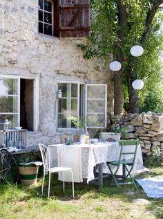 Entertaining al fresco @ Home Shabby Home Outdoor Rooms, Outdoor Dining, Outdoor Gardens, Outdoor Furniture Sets, Outdoor Decor, Dining Area, Ikea Outdoor, Window Furniture, Outdoor Patios