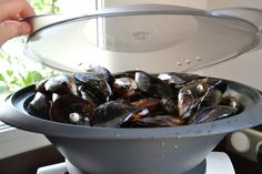 MOULES MARINIÈRES AU THERMOMIX INGRÉDIENTS Pour 2 pers= 11,5 spts 1,7 kg moules avec coquilles = + ou moins 580 moules décoquillées ( 12 spts ) 2 Échalotes 2 gousse d'ail 1 rondelle de citron 200 g vin blanc ( 1 spts ) 20 g beurre à 41 % ( 4 spts) 100... Nutritional Value Of Rice, Basic Deviled Eggs Recipe, Benefits Of Rice, Halloween Deviled Eggs, Cooking Hard Boiled Eggs, Cooking Fails, Cooking White Rice, Fat Foods, Stuffed Shells