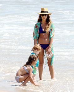 Wow! Jessica Alba looked incredible during a bikini day with the girls