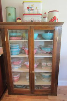 The adventures of two (Pyrex crazy) thrifting sisters........: Pink (& Turquoise) Pyrex Saturday!