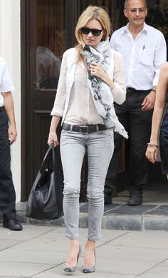 Ankle gray jeans,gray and black pumps, tucked in shirt.. and the scarf brings it all together! #casualChic