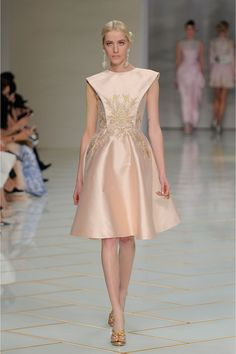 Catwalk photos and all the looks from Guo Pei Spring/Summer 2016 Couture Paris Fashion Week