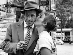 """Actress Jean Seberg (1938-1979), with actor Jean-Paul Belmondo (b. 1933), in Jean-Luc Godard's film, """"À bout de souffle,"""" 1960."""