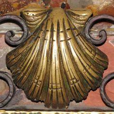 coquille saint jacques dans la Cathédrale de Santiago, à l'entrée des reliques de St Jacques