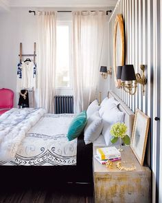 Charming.CUTE black and white striped wall!!!