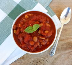 Lunch & Dinner — Healthy Recipes | Dietitian and nutritionist-approved meals | Quick, easy and tasty healthy ideas — Honest Nutrition Healthy Breakfast Recipes, Healthy Dinner Recipes, Homemade Baked Beans, Healthy Gluten Free Recipes, Dietitian, Chana Masala, Tasty, Nutrition, Lunch
