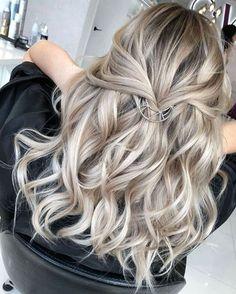 Sleek Ash Blonde Hair - 40 Styles with Medium Blonde Hair for Major Inspiration - The Trending Hairstyle Blond Beige, Blond Ombre, Ombre Hair Color, Hair Color Balayage, Blonde Balayage, Balayage Hairstyle, Hair Colour, Medium Blonde Hair, Blonde Hair With Highlights