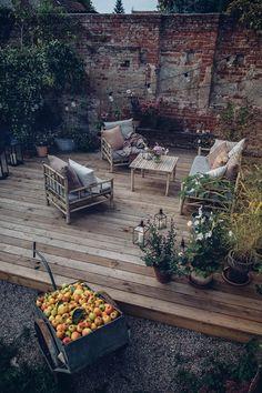 Back Gardens, Outdoor Gardens, Courtyard Gardens, Small Gardens, Backyard Patio, Backyard Landscaping, Modern Landscaping, Building A Deck, Balcony Garden