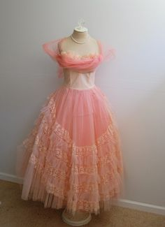 Vintage Prom Party Pale Bubblegum Hot Pink Lace Ruffles Sweetheart Bust Tulle Full Sweep Skirt Bow Back Dress Vintage Prom, Vintage Mode, Vintage Wear, Dress Up, Tulle Dress, Pink Dress, Vintage Outfits, Vintage Dresses 50s, Retro Dress