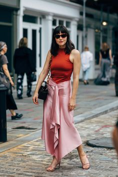Fashion Week Street Style Is Here, So We ve Got Like a Million Outfit 82712ca5112