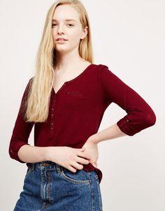 Shirt met sluiting, lange mouw en borstzakje - T- Shirts - Bershka Netherlands