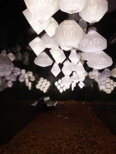 Crystal Memory-themed Curation - The Design Museum's crystal-only exhibit focuses on the relationship between memory and contemporary #technology. http://www.trendhunter.com/trends/design-museum #lighting