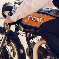 Tip #35 - don't forget to do up allllllll your buttons #gentlemansride #ducati #classic #caferacer #dapper #dgr