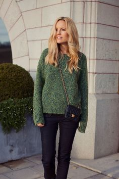 Sofi Fahrman in Acne knitted jumper and Chanel bag - Winter outfit ideas and…