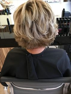 Frisuren für jeden Typ und Anlass… Hairstyles for every type and occasion … Short Hair With Layers, Short Hair Cuts, Wavy Hair, New Hair, Medium Hair Styles, Curly Hair Styles, Mom Hairstyles, Shaggy Hairstyles, Modern Hairstyles
