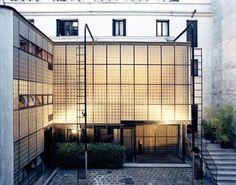 Maison de Verre. 31, rue Saint Guillaume. Paris 75007. Architecte Pierre Chareau en collaboration avec Bernard Bijvoet