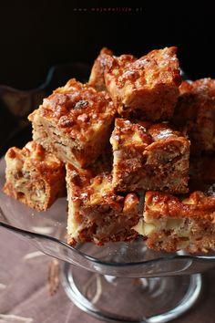 Proste ciasto jabłkowo-orzechowe - ciasto włoskie, ciasto wiewiórka. Ciasto z orzechami, jabłkami i rodzynkami. Szybkie w przygotowaniu, bez użycia miksera.