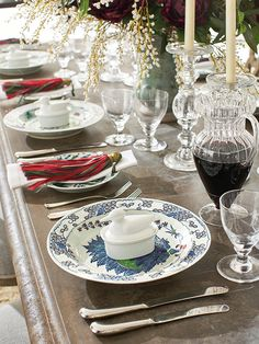 In this riverside residence, an impressive dining table like this one needed accessories to match, so the table was dressed with traditional china, crystal glassware and polished stainless steel cutlery. Riverside Residence, Stainless Steel Cutlery, Crystal Glassware, Classic House, Christmas 2017, Interior Accessories, Luxury Furniture, Tablescapes, Modern Design