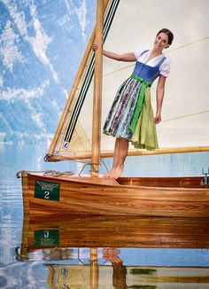 Modernes Dirndl, Sommerdírndl 2014. Foto Gössl Octoberfest Girls, Salzburg Austria, Solar Panels For Home, Traditional Outfits, Sailing, My Style, Ship, Life, Women