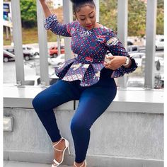 ankara stil Must have hot trending ankara tops to pair with your jeans. African Wear Dresses, African Fashion Ankara, Latest African Fashion Dresses, African Print Fashion, African Attire, African Prints, Ghanaian Fashion, Ankara Peplum Tops, Ankara Blouse