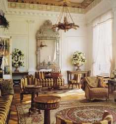Peter Marino: a bold, traditional space featuring a triglyph frieze. Traditional Interior, Classic Interior, Contemporary Interior, Luxury Homes Interior, Interior Architecture, New York Townhouse, Style Français, Amazing Spaces, Beautiful Interiors
