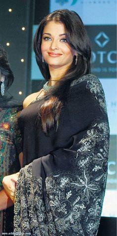 Aishwarya Rai Bachchan at a Nakshatra event in Aishwarya Rai Pictures, Aishwarya Rai Photo, Actress Aishwarya Rai, Aishwarya Rai Bachchan, Beautiful Bollywood Actress, Most Beautiful Indian Actress, Beautiful Actresses, Mangalore, Indian Bollywood