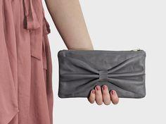 Schleifen-Clutch aus Leder, grau // bow clutch, gray, leather via DaWanda.com